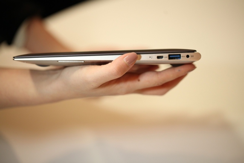 UltraBook en las manos