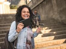 Intel - Mujer y su tableta