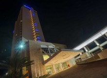 Hotel Wyndham Concorde Margarita-Fachada nocturna