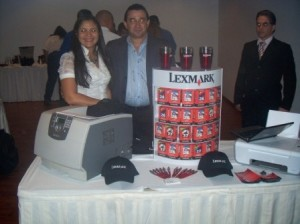 Maryaly Arrechedera y Agustin Muñoz de Lexmark
