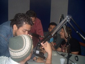 Vocal Song cantando en Vivo en el Estudio de Onda 95.5 FM