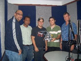Equipo de Robotica de la URU en la Cabina de Onda 95.5 FM