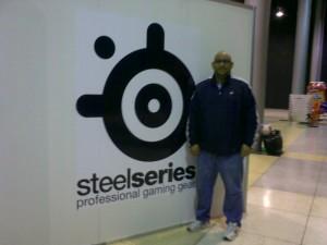 Alberto Marin en el Stand de Steel Series