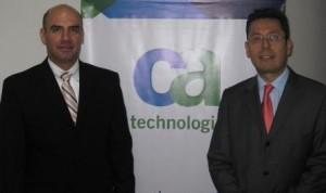 En la foto, de izquierda a derecha:  Alfredo García, gerente de CA para Colombia y Perú y Julián Ceron, Strategic Consultant, CA Colombia.