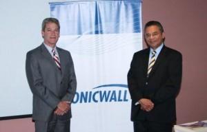 Marvin Blough, Vicepresidente Mundial, y Pedro Casto, gerente para Sur América de Habla Hispana