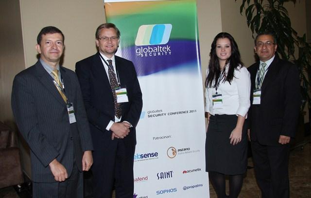 En la foto, de izquierda a derecha: Jaime Yory, Gerente de GLOBALTEK SECURITY S.A.; Joost de Jong, Director South & Central America - ASTARO CORPORATION; Regina Vignone, directora de Ventas - ASTARO CORPORATION, y Pedro Muñoz, Gerente Comercial GLOBALTEK SECURITY S.A.