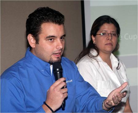 Aldo Hernandez y Sara Linares de Microsoft de Venezuela