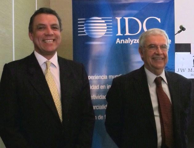 En la foto de izquierda a derecha: Humberto Gómez, vicepresidente de Enterprise de Huawei y Carlos Villate, gerente General de IDC Colombia.