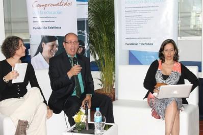 Los integrantes de la mesa de debate: Gina Biasini, Assaf Yamin y Sybil Caballero, quienes debatieron sobre la ponencia de Judi Harris y otros ámbitos educativos