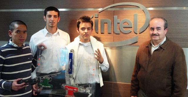 Jovenes Colombianos en el desafío Intel