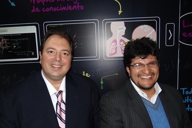 En la foto de derecha a izquierda: Javier Firpo, Education Manager para Intel Latinoamérica y Sergio Briceno, coordinador RIBIE Uniminuto.