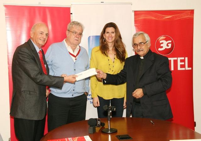 Entrega donativo UCAB