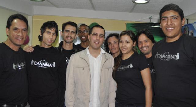 Equipo de desarrolladores Canaima del CNTI junto al ministro Jorge Arreaza