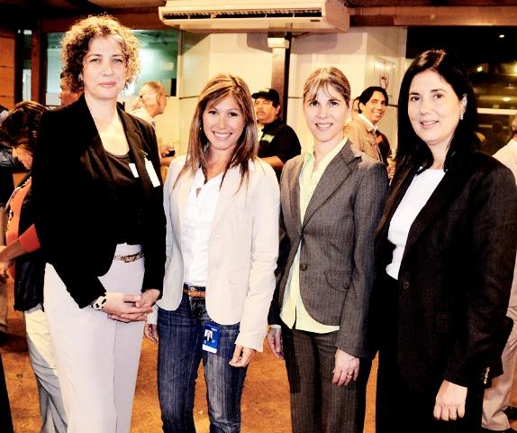 Gina Biasini, de Fundación Opportunitas; Liana Sosa, Líder del proyecto Aulas Fundación Telefónica; Ana Mancera, Gerente de Inversión Social de Fundación Telefónica y Valentina Ríos, Gerente General de Fundación Telefónica.