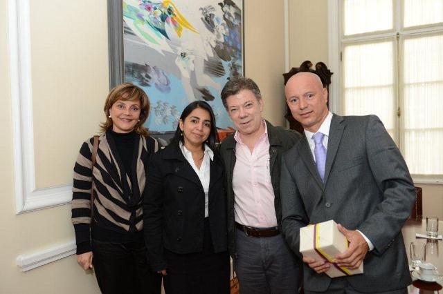 Juan Manuel Santos recibió a profesores que representarán a Colombia en Praga