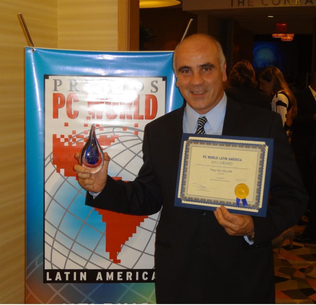 Sam Atassi recibe premio PCWorld 2012