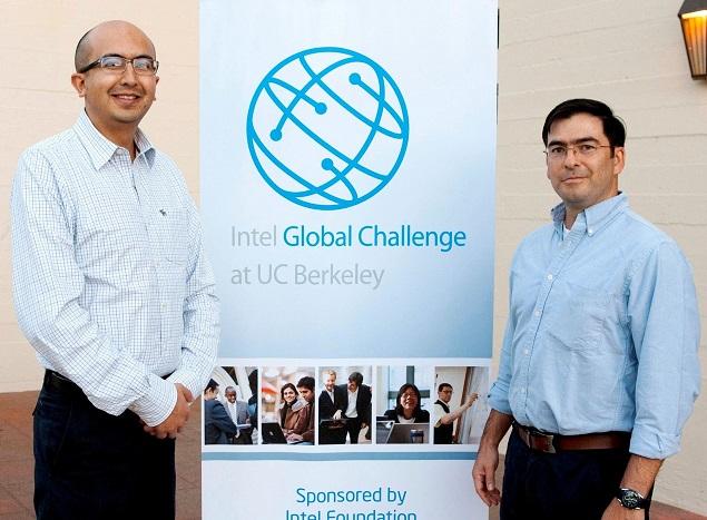 En la foto de izquierda a derecha: Héctor Acuña y Juan David Rivera, miembros del equipo ganador – Proyecto Soluciones para una Agricultura Sostenible (SAS) .