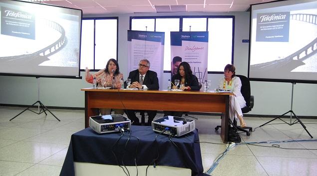 Panel de expertos venezolanos conformado por María Inés Garriga de Sistemas Educativos Avanzados (SEA), Hugo Quintero de la Universidad del Zulia (LUZ), Ruth Toro de la Universidad Rafael Belloso Chacín (URBE) y como moderadora Charo Méndez, profesora universitaria y asesora en RSE
