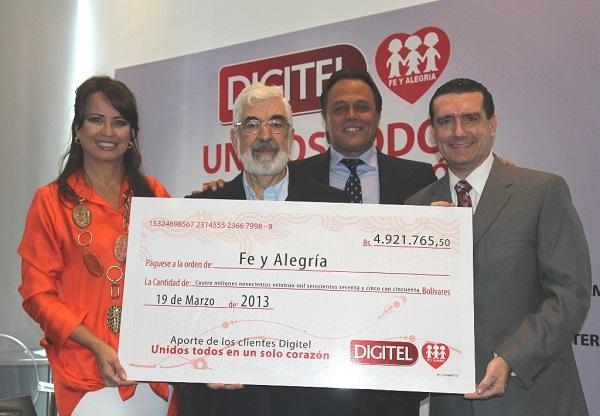 Entrega cheque Fe y Alegría 2013