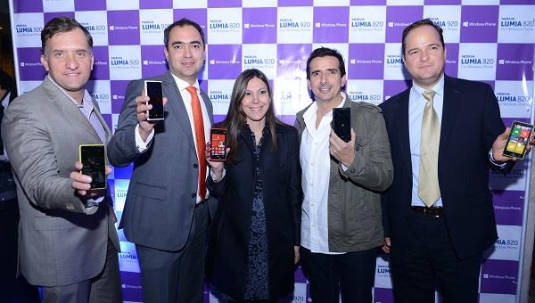 En la foto de izquierda a derecha: Manuel González Arce, Director de Comunicación de Nokia en Latinoamérica Norte; Jean Francois Heno, Gerente General Nokia Colombia; Silvia Cuello, Gerente de Mercadeo Nokia Colombia; Antonio Sanín, comediante y Daniel Verswyvel, Director de Consumo de Microsoft Colombia.