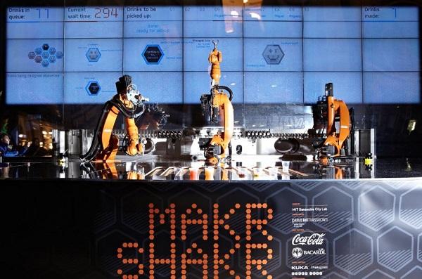 Mark Sharkr, el barman robot creado por Bacardí, Coca-Cola y el MIT 2