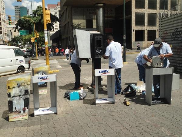 100 cabinas telefónicas, ubicadas en las Avenidas Libertador y Andrés Bello, Plaza Venezuela y La Salle, desde este sábado 21 de septiembre, presentan una nueva imagen