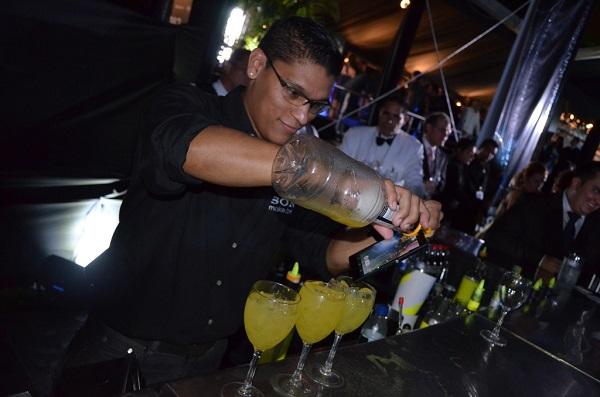 Xperia Waterproof - bartender Show