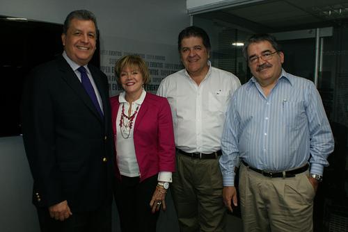 De izquierda a derecha, Julio Andrew, Supereventos; Miryam Pacheco, Asociación de Egresados de la UCAB; Edgar Rincón, Ciberespacio y Froilán Fernández, En Bytes