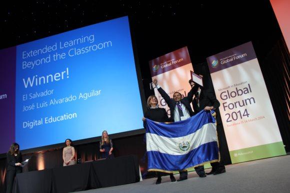 José Luis Alvarado Ganador Foro-Global-de-Educacion-2014