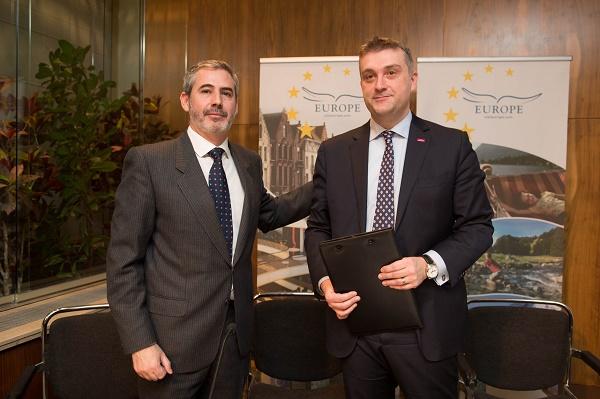 Juan Jesús García Senior Advisor Industry Affairs de Amadeus y Peter D