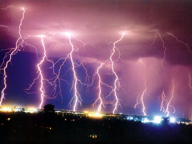 Tripp Lite- Lluvias y tormentas