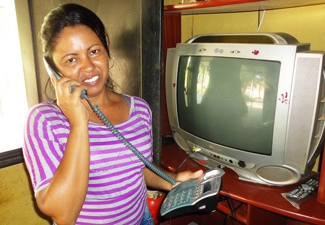 Los vecinos de Los Arangues pueden comunicarse desde sus hogares