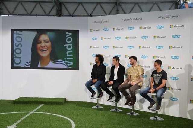 Karla Aguilera interactúa con jugadores del Real Madrid vía Skype