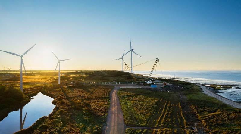 Apple invierte en la construcción de dos de los aerogeneradores terrestres más grandes del mundo cerca de la ciudad danesa de Esbjerg.