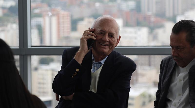 Sr. Oswaldo Cisneros
